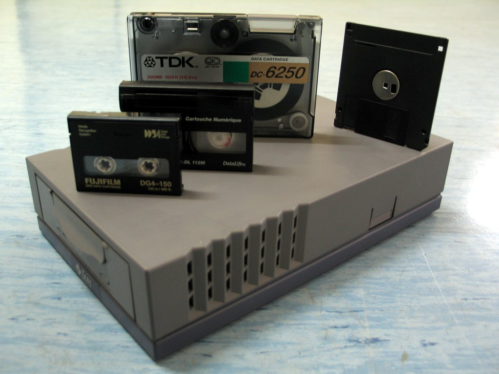 A DDS Tape drive.